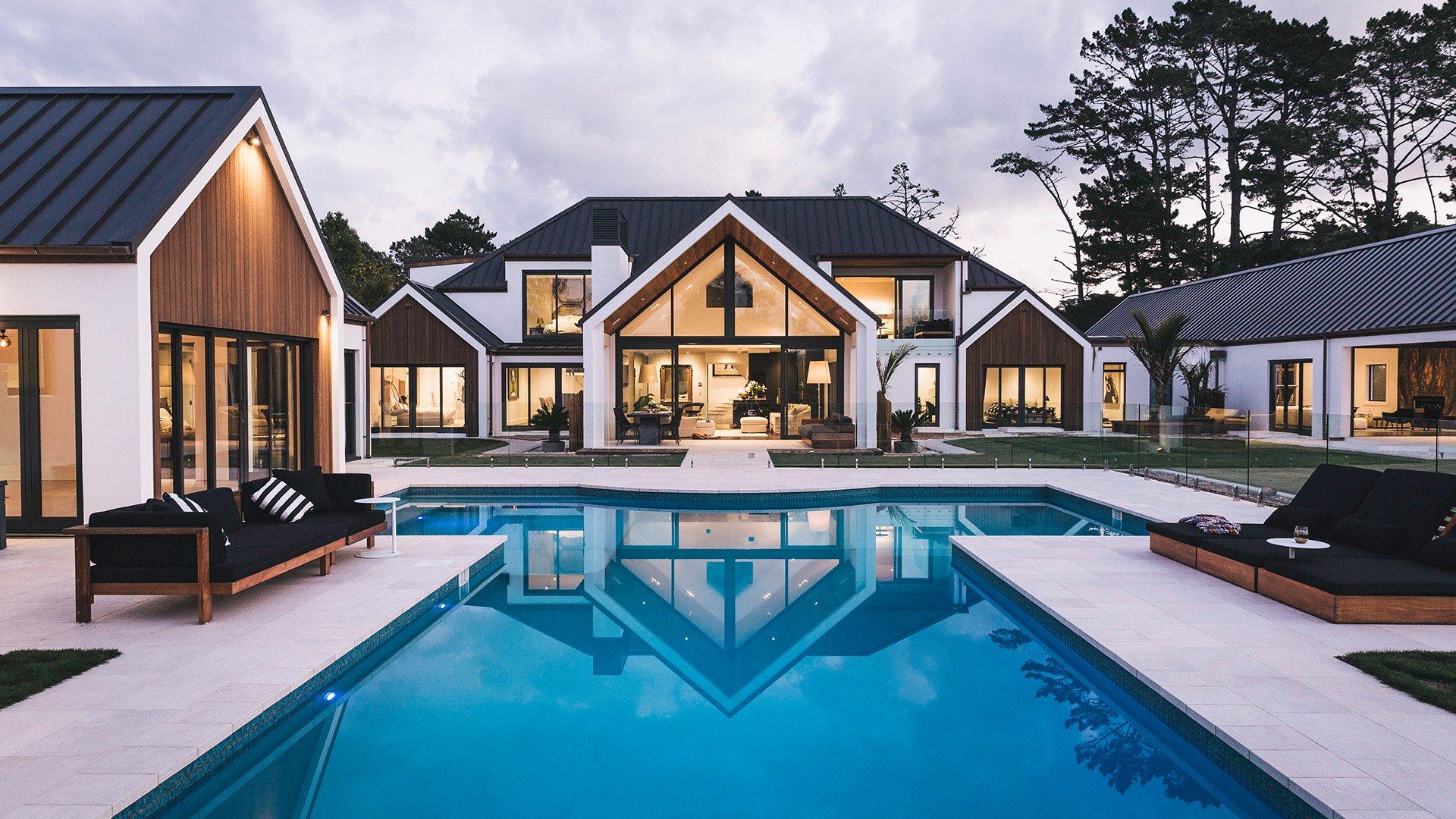 Капитальный дом с басейном